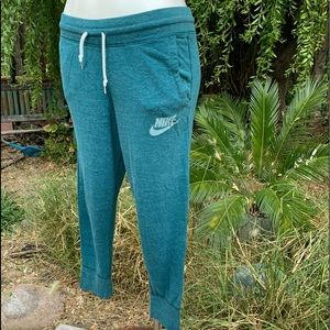 NIKE Capri Jogger Lounge Pants Pockets Sz M